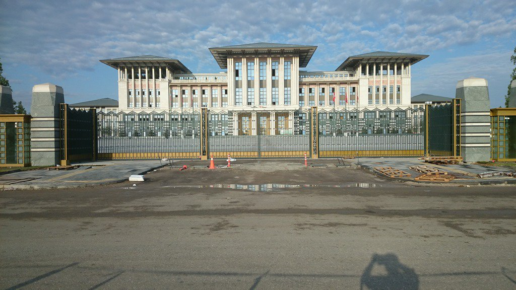 PRIME MINISTRY SERVICE BUILDING TO FENCE (2014)